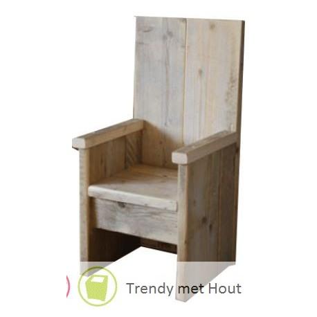 Steigerhouten-kinderstoel-met-hoge rug-en-armleuningen